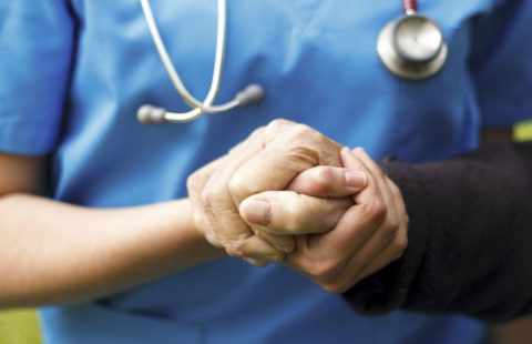 Pourquoi les huiles essentielles à l'hôpital, en soins palliatifs, en gérontologie ?