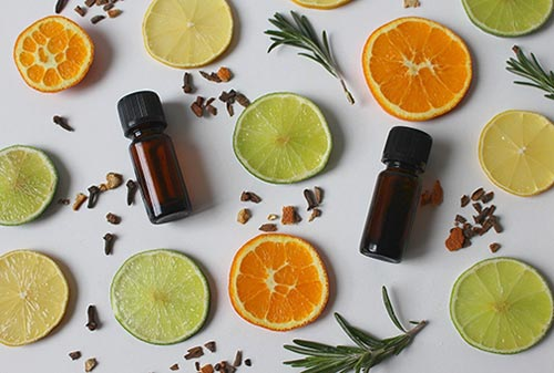 Huiles essentielles citron, orange pour assainir l'atmosphère
